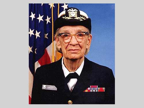 (Commodore Grace M. Hopper, USNR Official portrait photograph. Foto: James S. Davis)